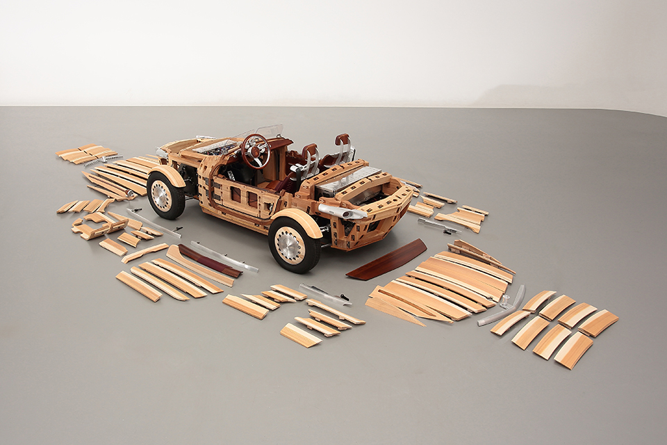 Корпус состоит из 68 деревянных панелей