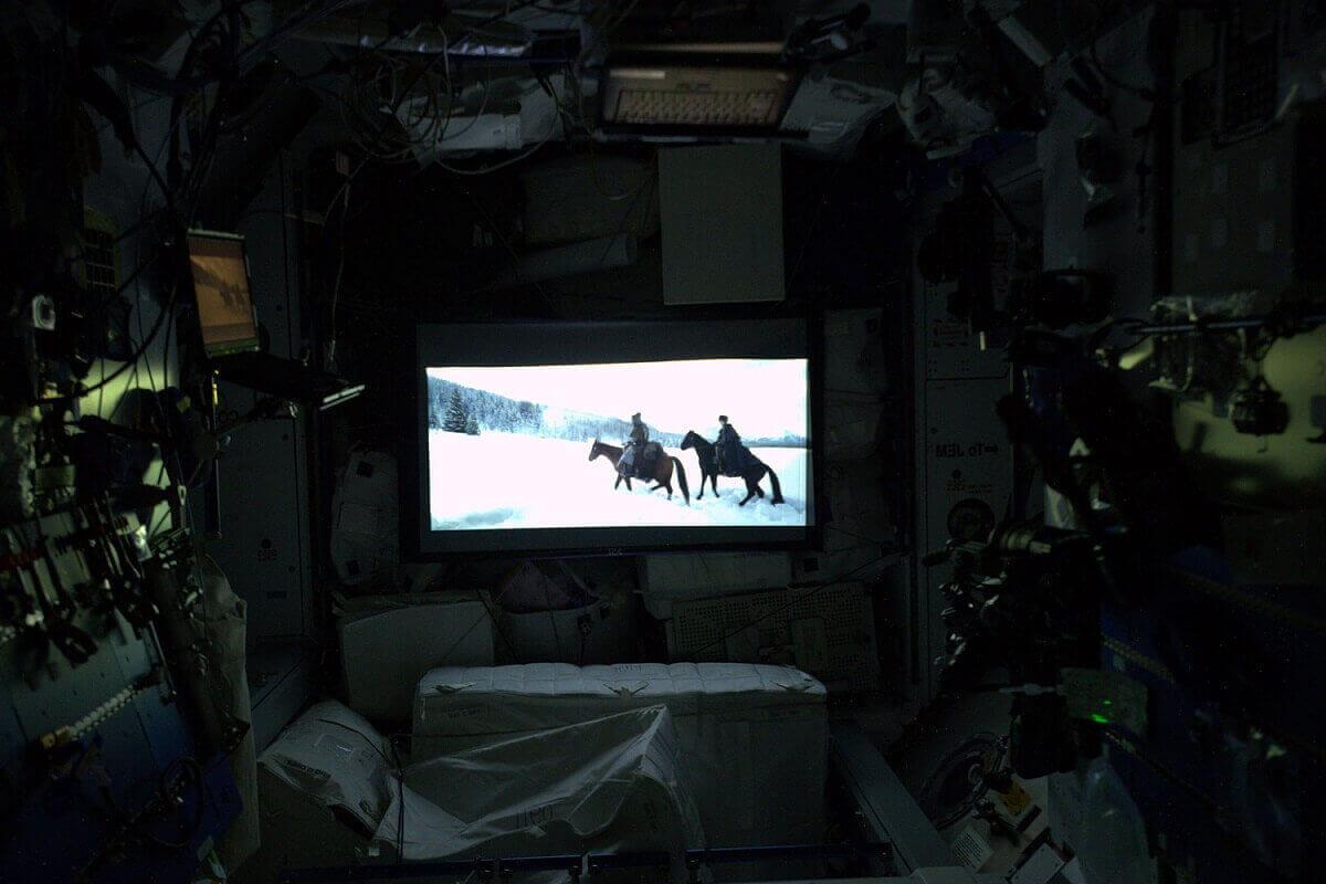 Ночной кинопросмотр на МКС.