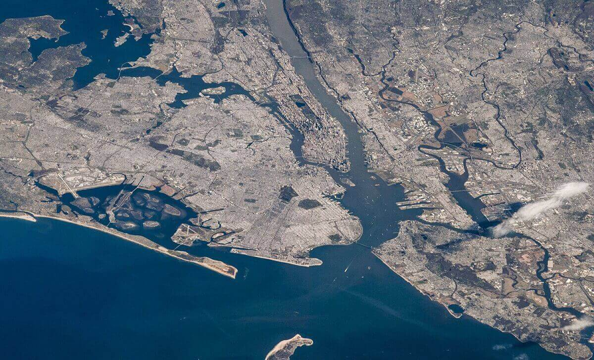 Город Нью-Йорк с прилегающими к нему области, запечатлено.