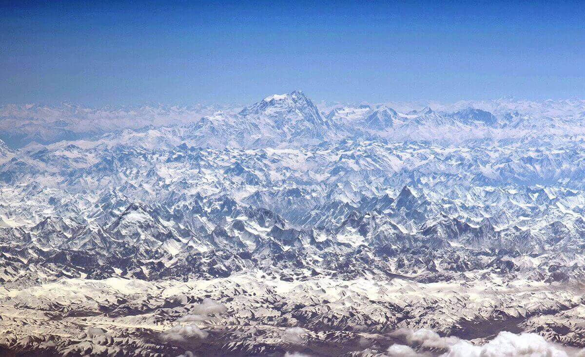 2.Вид под углом на Гималайскую горную цепь, запечатлено 15.05.2016.