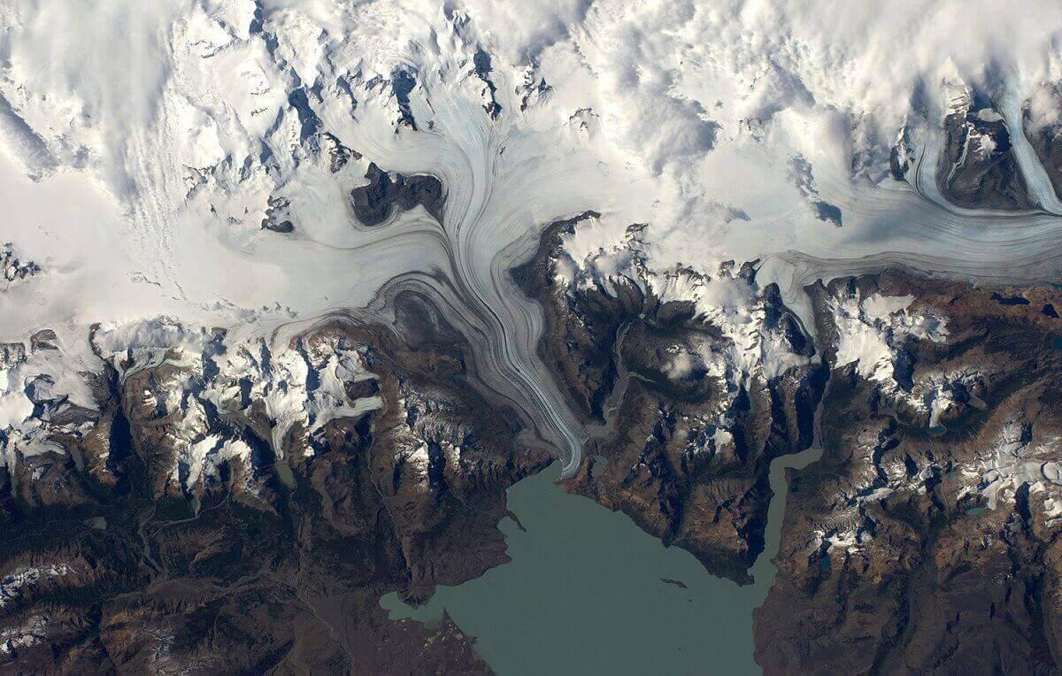 Ледяное поле в Южной Патагонии. Фото сделано над озером Вьедма.