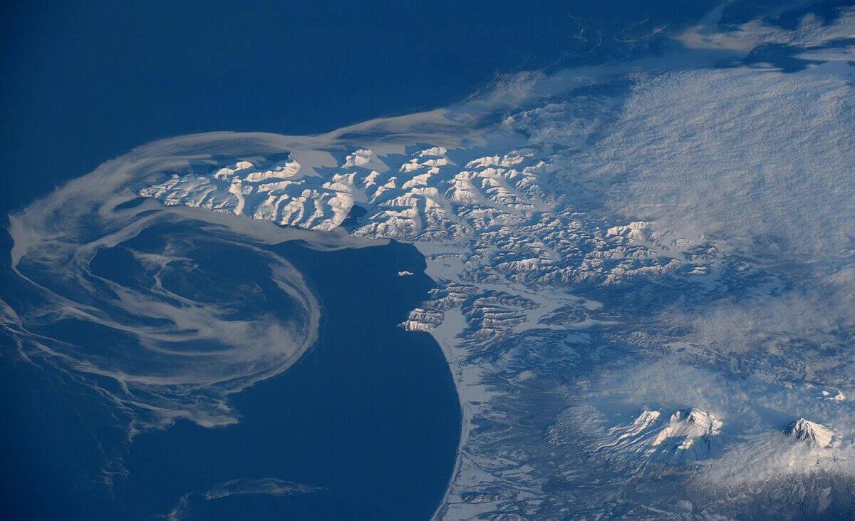 Завершение таяния льдов, находящихся в Беринговом море около российского побережья.