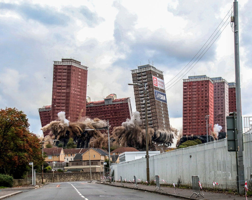 Разрушение, картина (Красная дорога) в Глазго, снимок получил приз за лучший городской вид. (Фото Lesley Smith)