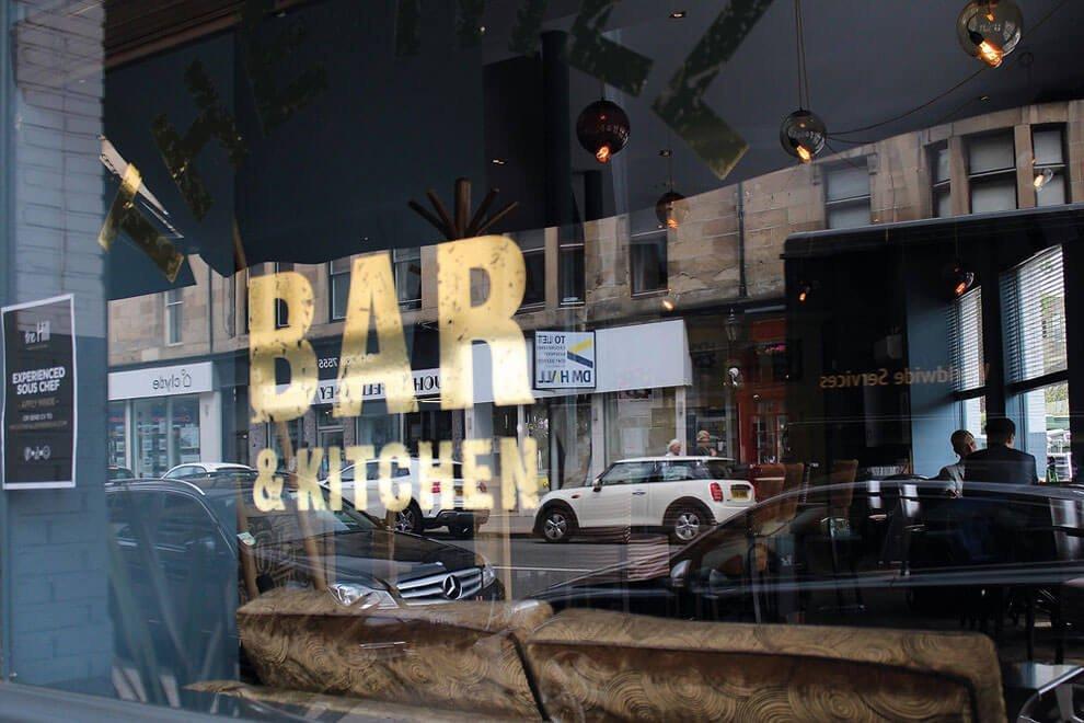 Зеркальный бар, снимок сделан в Глазго, награда юный фотограф-пейзажист. (Фото Hannah Faith Jackson)