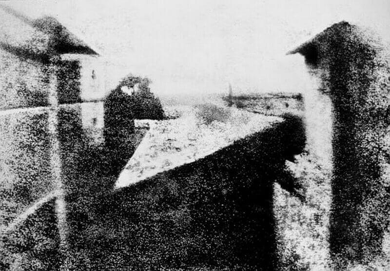 Вид из окна. Первая в мире фотография, снятая с натуры.
