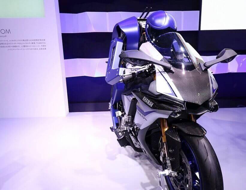 Гонщик MotoBot от компании Yamaha