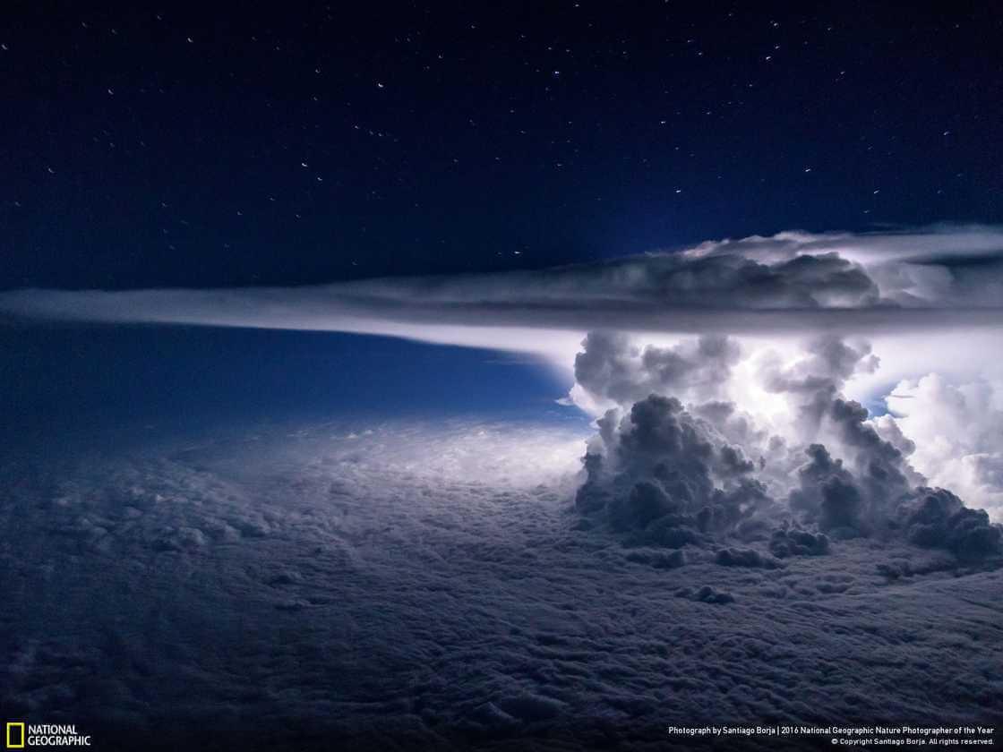 Гроза над Тихим океаном.