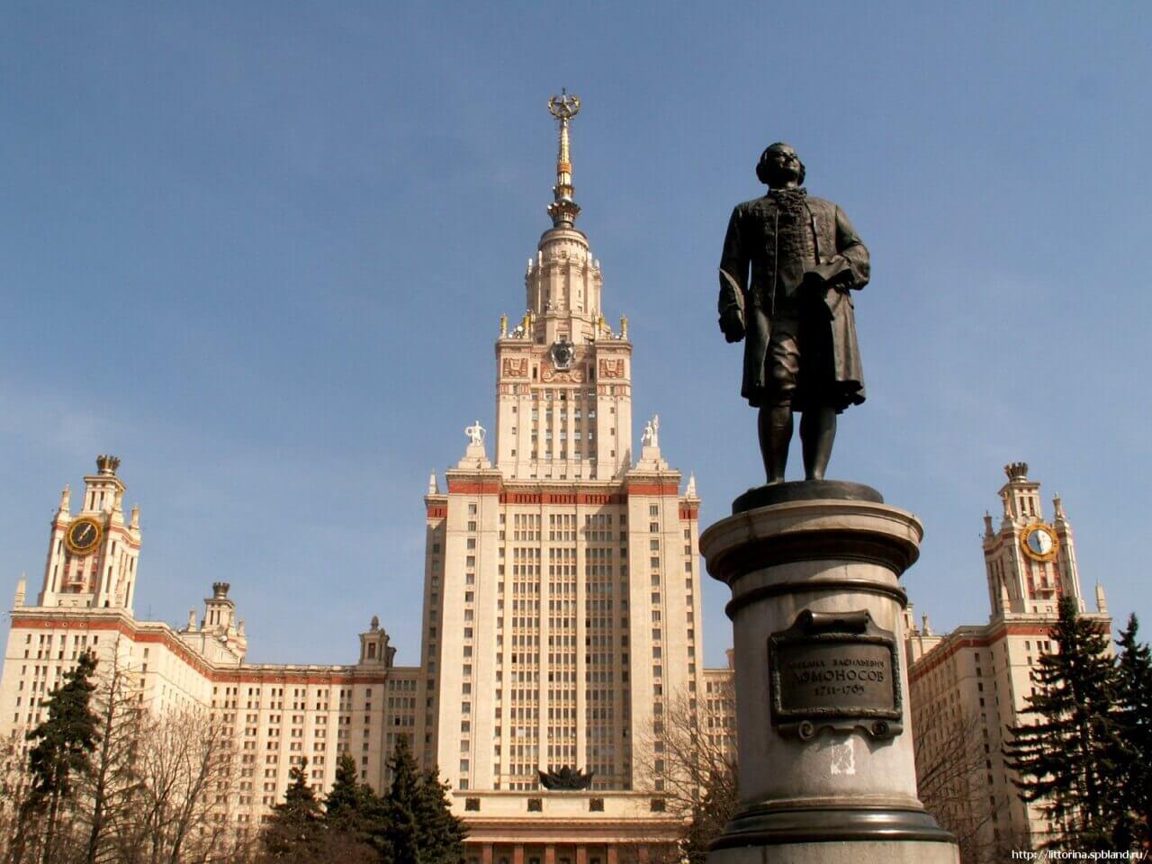 памятник Ломоносова