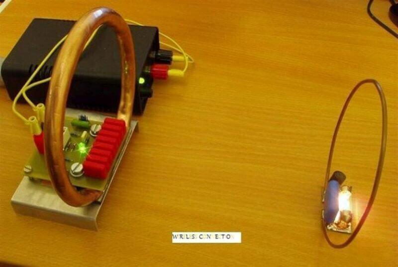 передача электричества без проводов с помощью катушки Tesla