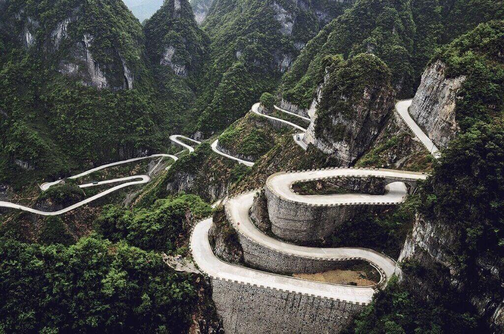 Дорога в горах Тяньмэнь. Китай