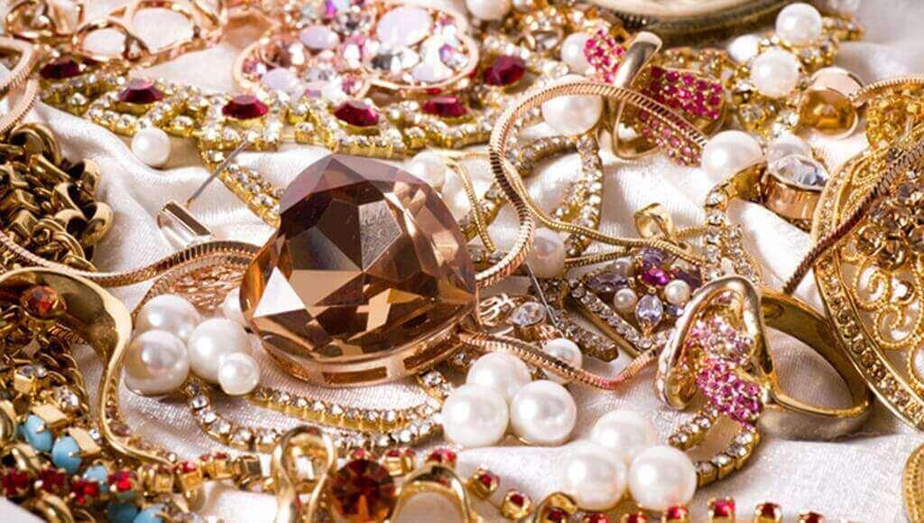 Ювелирные изделия или бижутерия