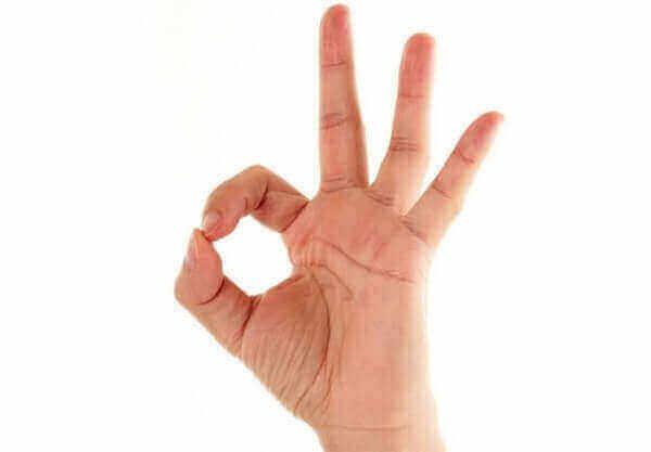 """жест пальцами """"O'kay"""""""