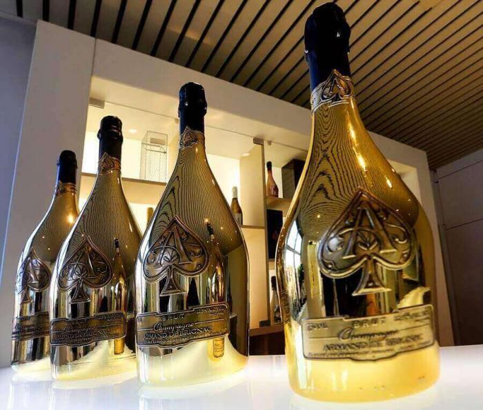 Всем шампанского, я угощаю