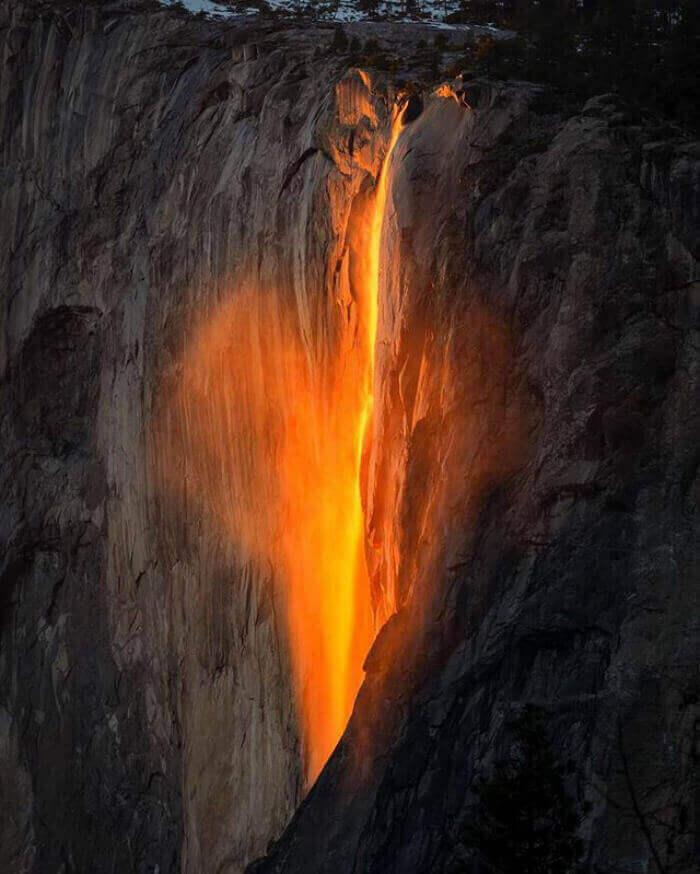 Йосемитский огненный водопад