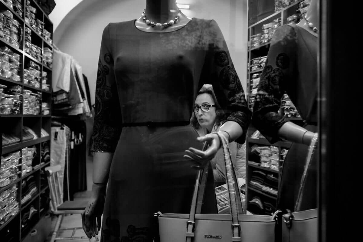 Сюрприз, женщина и манекен, Пьер Пишо, Франция