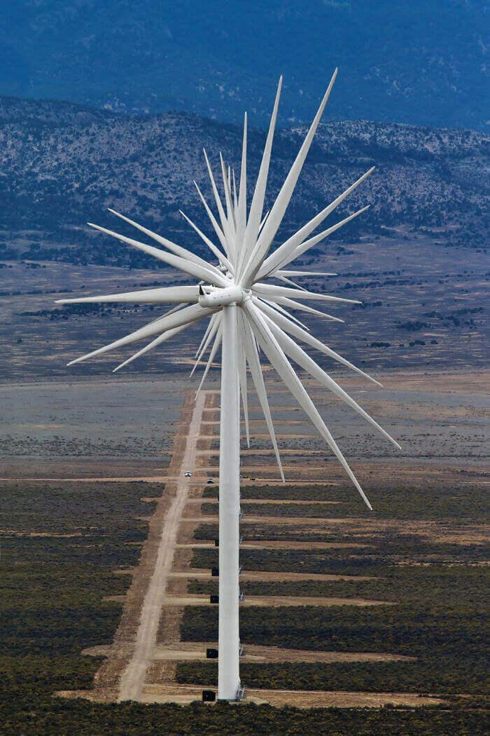 14 ветровых турбин, выстроенных в одну линию в Неваде