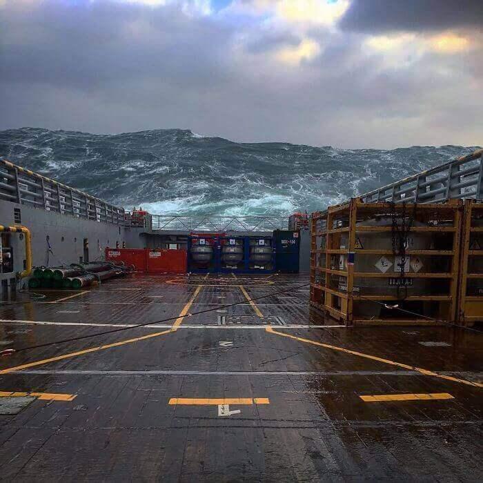 Огромные волны в Северном море