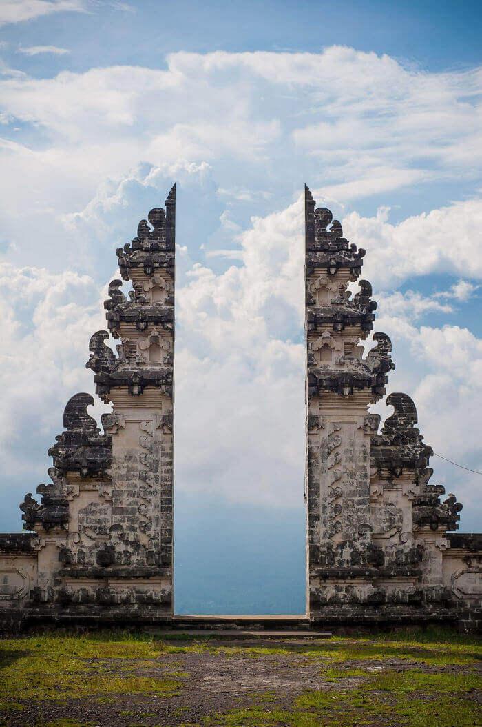 Ворота балийского храма