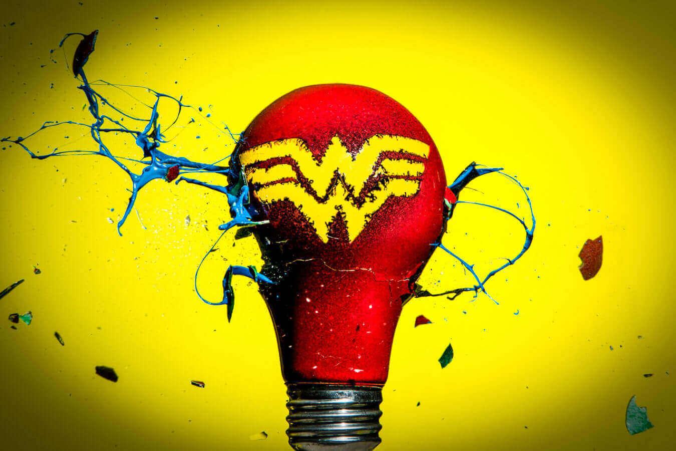 Чудо-женщина - Супергерои из лампочек