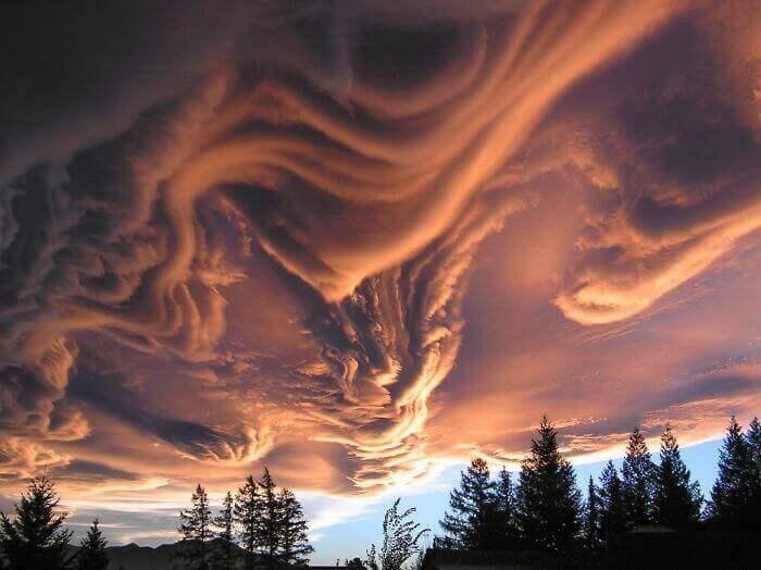 Бугристые облака над Новой Зеландией