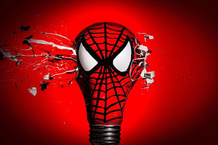 Супергерои: серия фото с использованием лампочек
