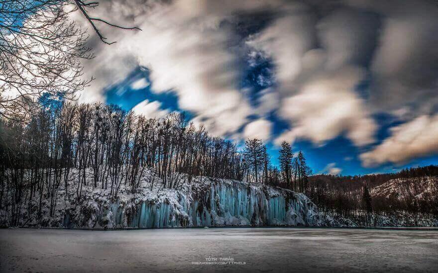 замёрзший водопад в Хорватии