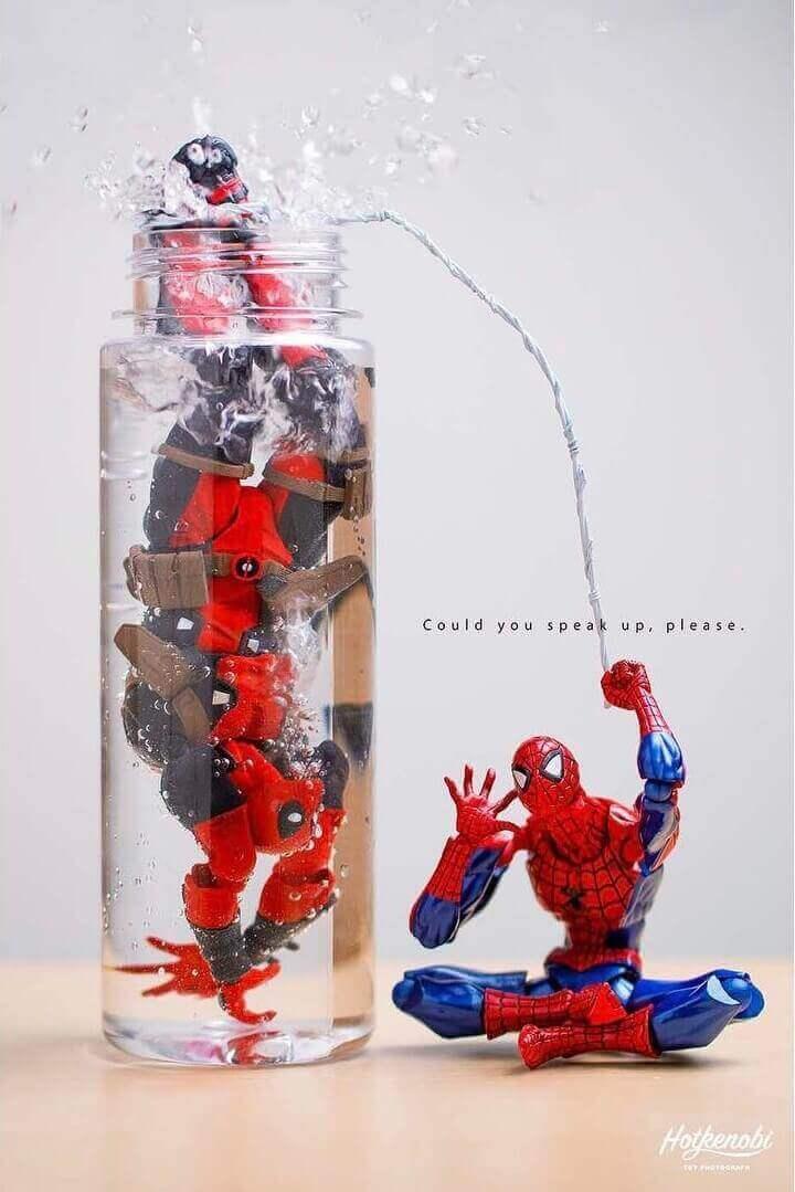 человек паук спасает