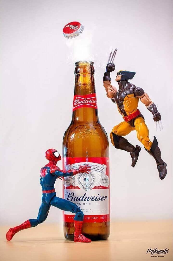 Росомаха и человек паук открывают напиток