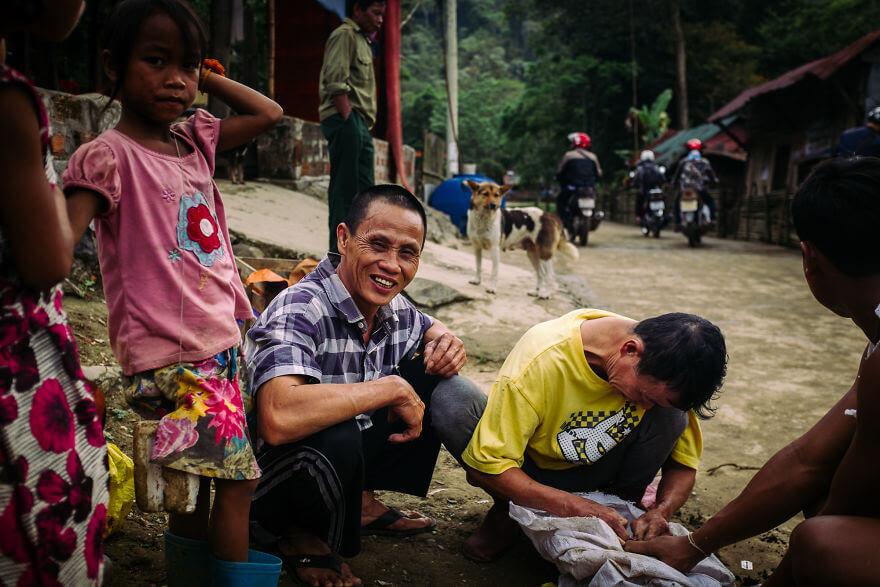 Как делают операцию поросенку в вьетнамской общины Арем