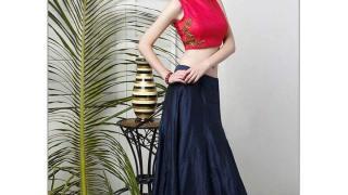Топ и юбка в синей цветовой гамме с цветочным орнаментом