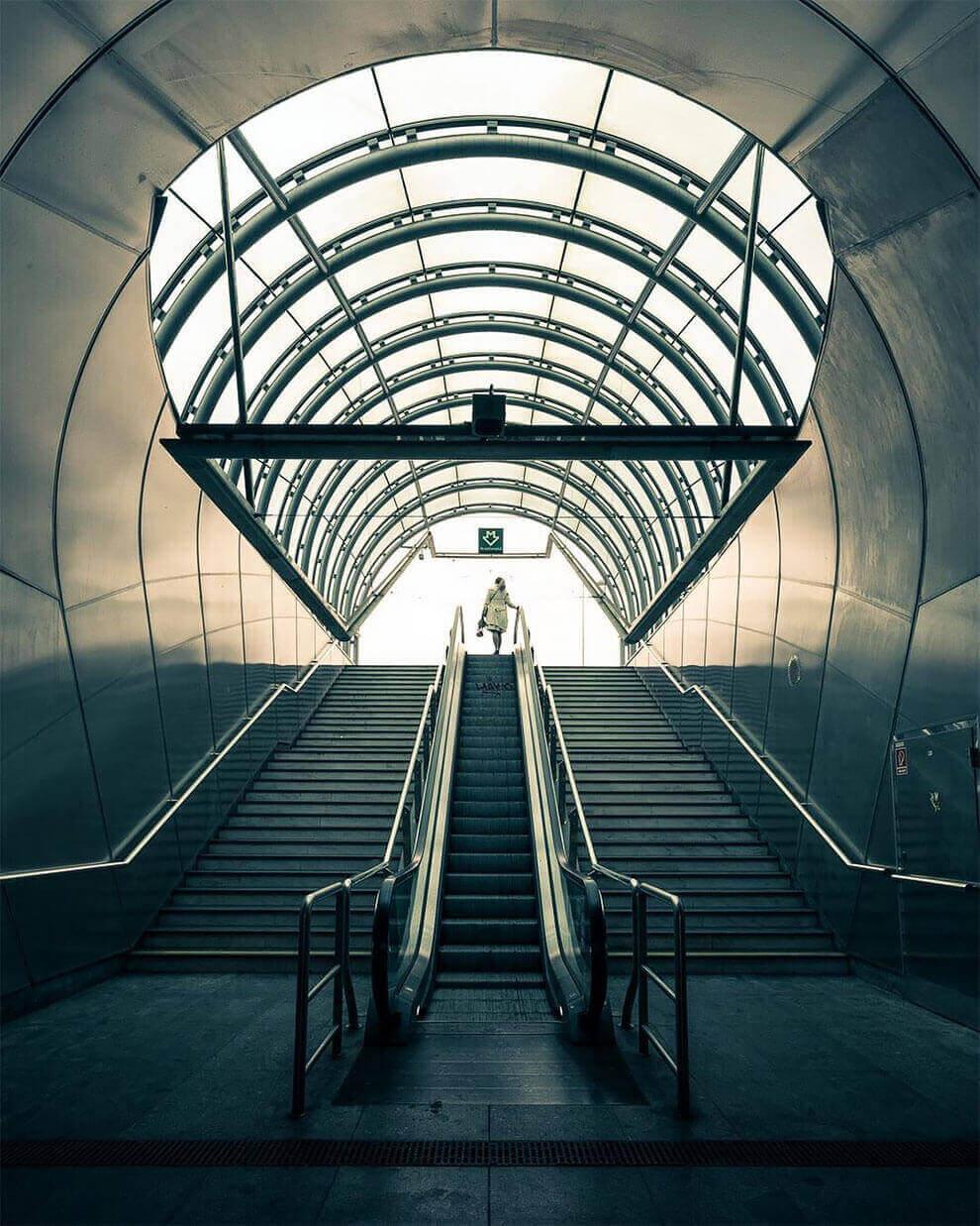 уникальные интерьеры транзитных станций канадского города