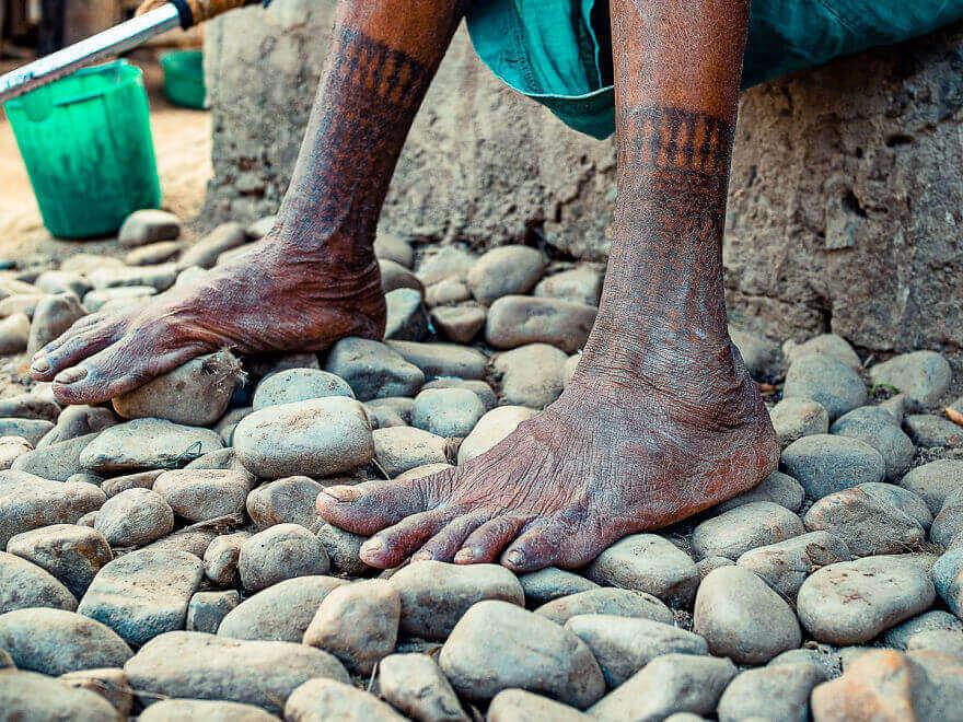 татуированные женщины племени тхару