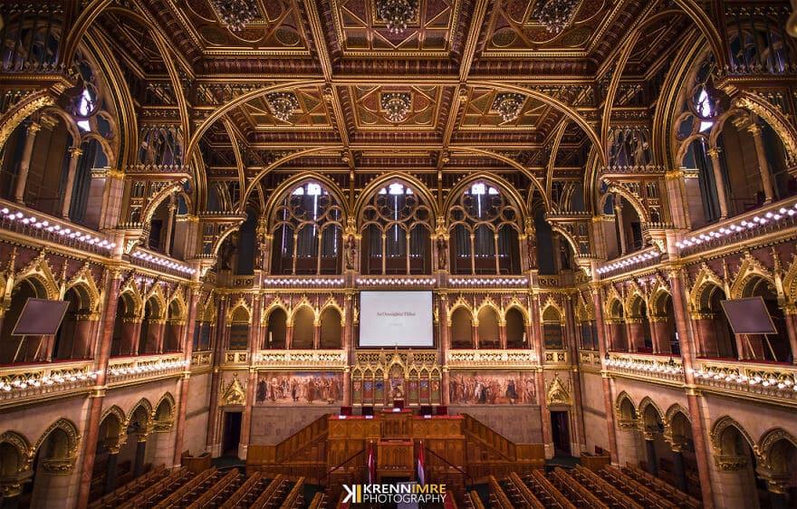 Венгерский парламент Кренн Имре за стенами