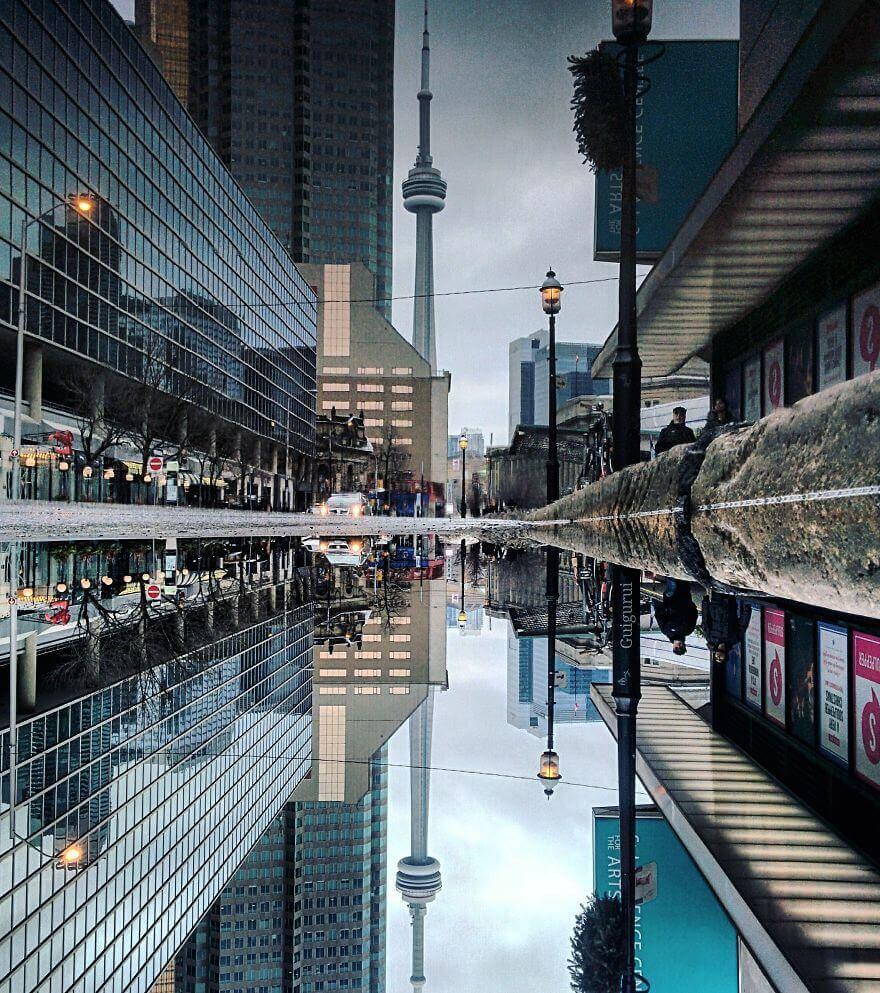 города в отражении лужи,Торонто, Канада