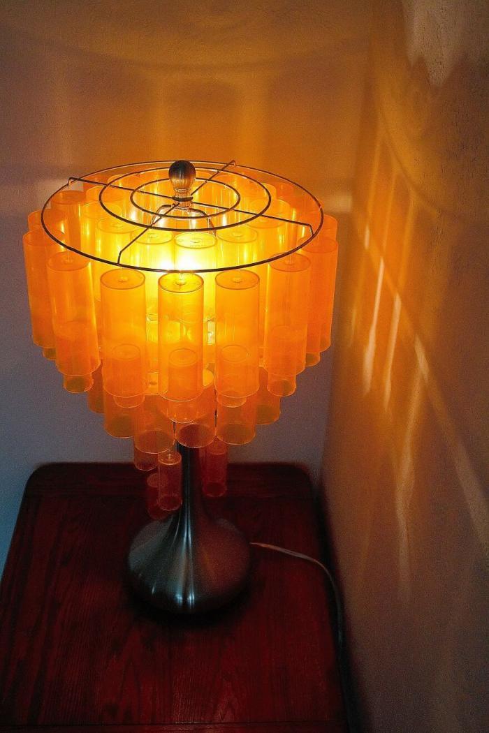 Я вдохнула новую жизнь в старую лампу при помощи 90 пустых баночек от лекарств