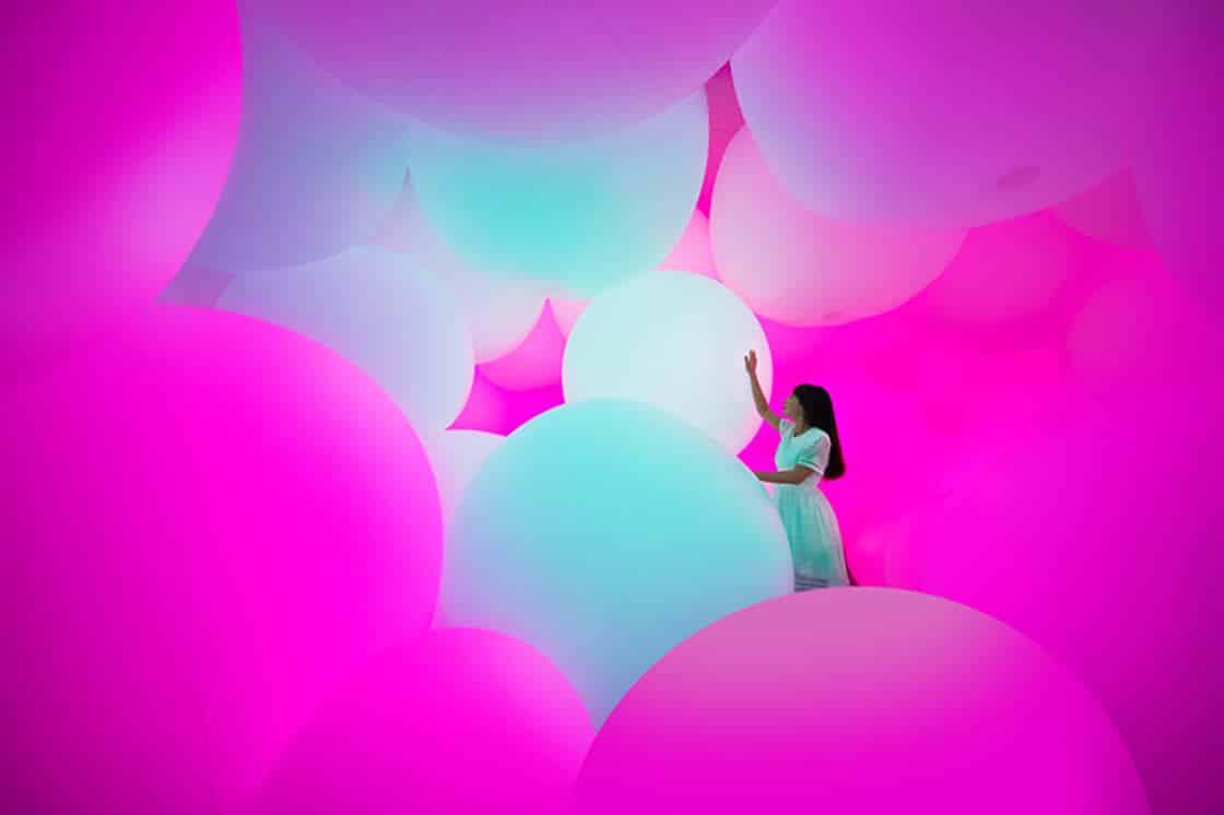 светящиеся шары способные чувствовать прикосновения человека