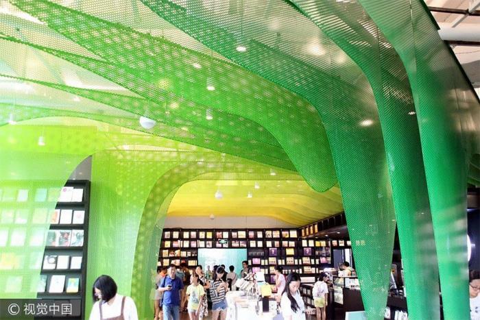 Обновленный магазин книг в Китае перемещает нас в сказку