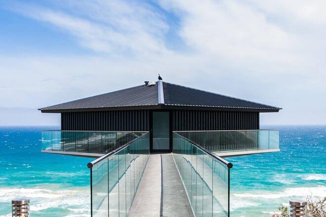 Современные дома с уникальной архитектурой: эксцентричные формы и иллюзии доминируют над дизайнами