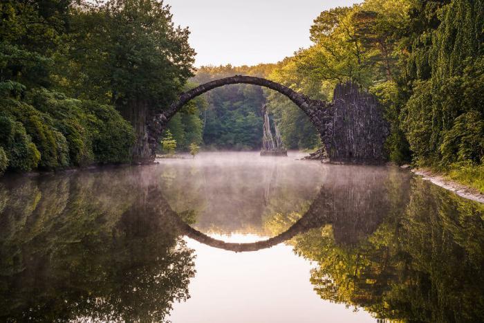 Удивительный «дьявольский» мост, который создает оптическую иллюзию