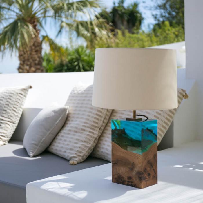 Дерево в стекле – лучшее решение для лампы в вашей спальне