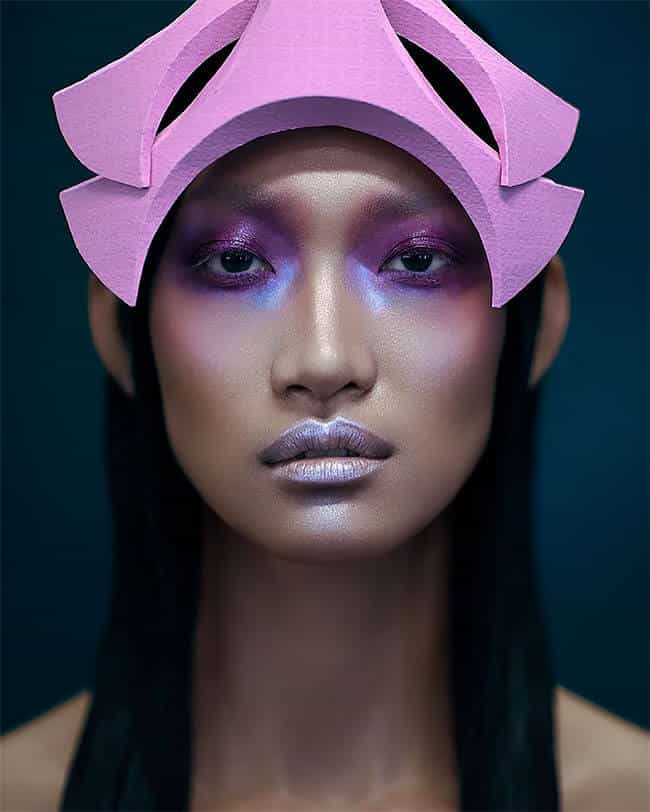 Гонконгский Дизайнер делает женские шляпы необычной формы