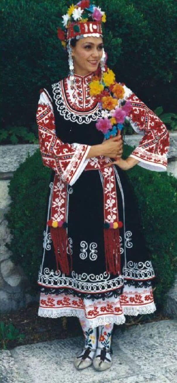 женщины в традиционных костюмах, Болгария, фото 18