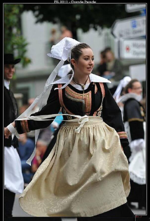 женщины в традиционных костюмах, Франция, фото 6
