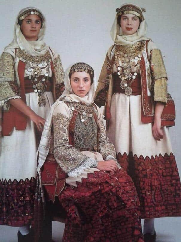 женщины в традиционных костюмах, Греция, фото 8