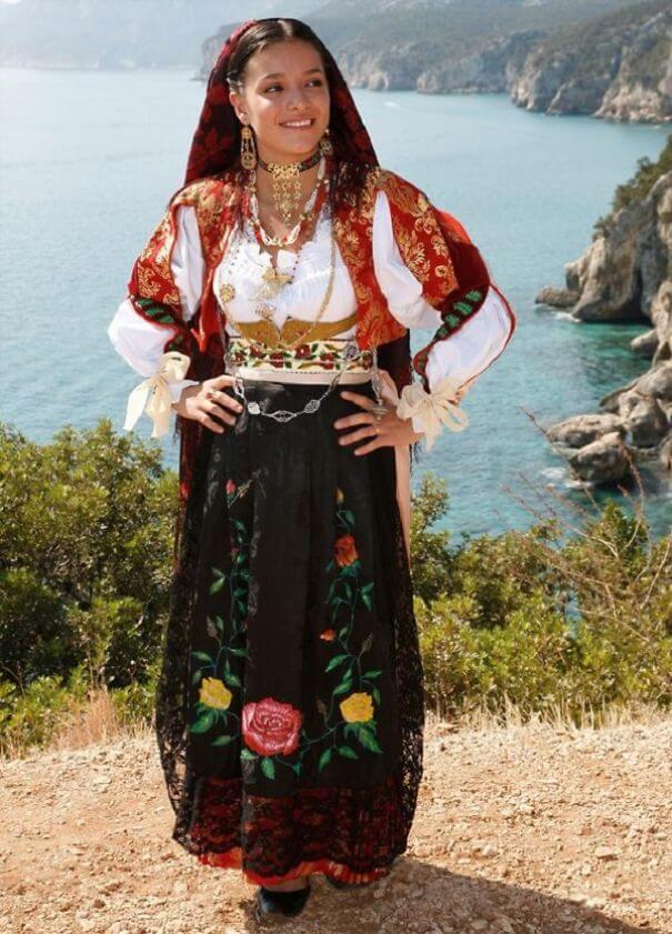 женщины в традиционных костюмах, Италия, фото 7
