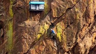 Магазин на скале, фото 1