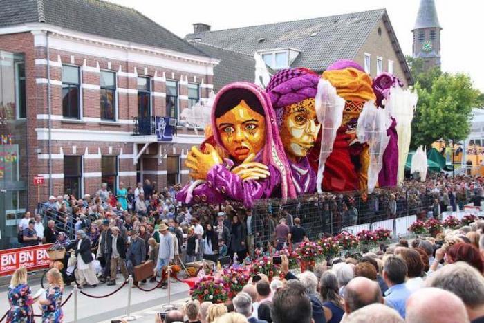 Захватывающий цветочный парад Корсо Зюндерт