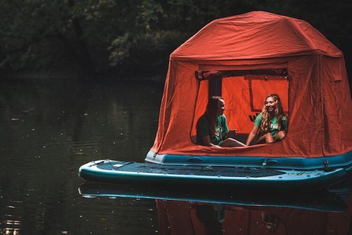 Инновационная палатка на воде — кровать для сна под звездами