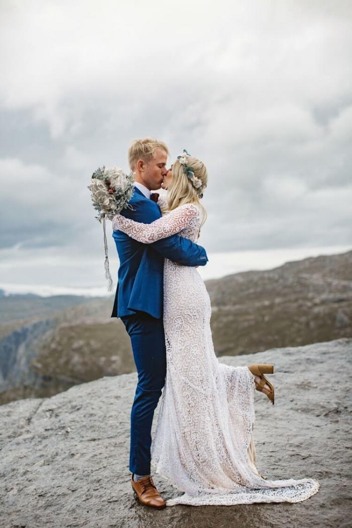 Свадебная фотосессия на «Языке Тролля» в Норвегии