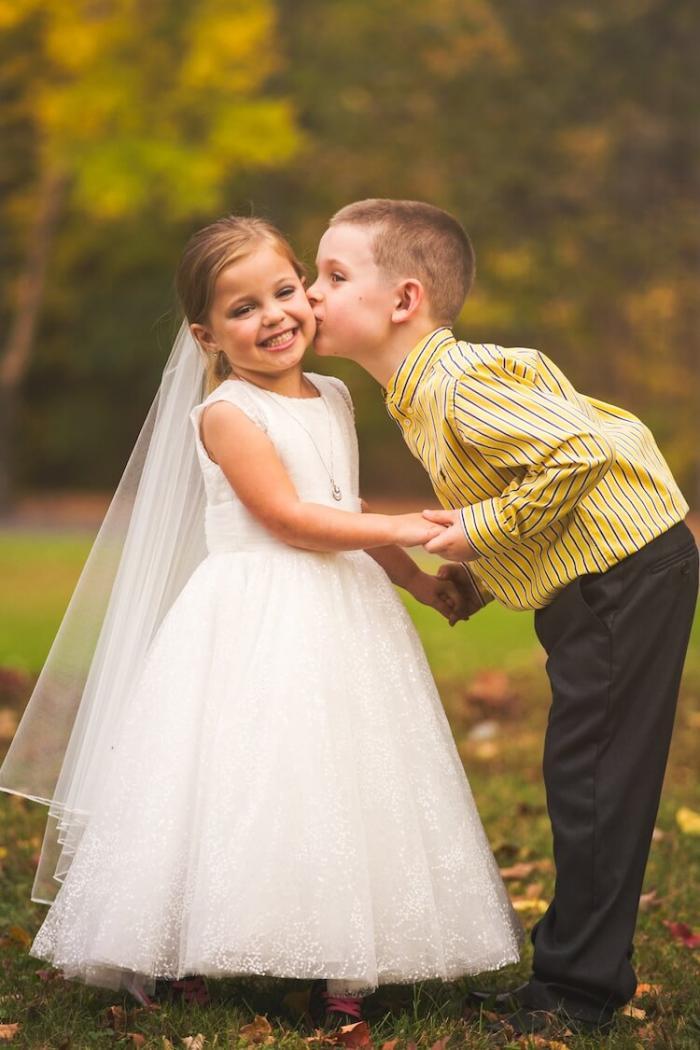 5-летняя девочка с болезнью сердца «вышла замуж» за своего возлюбленного друга